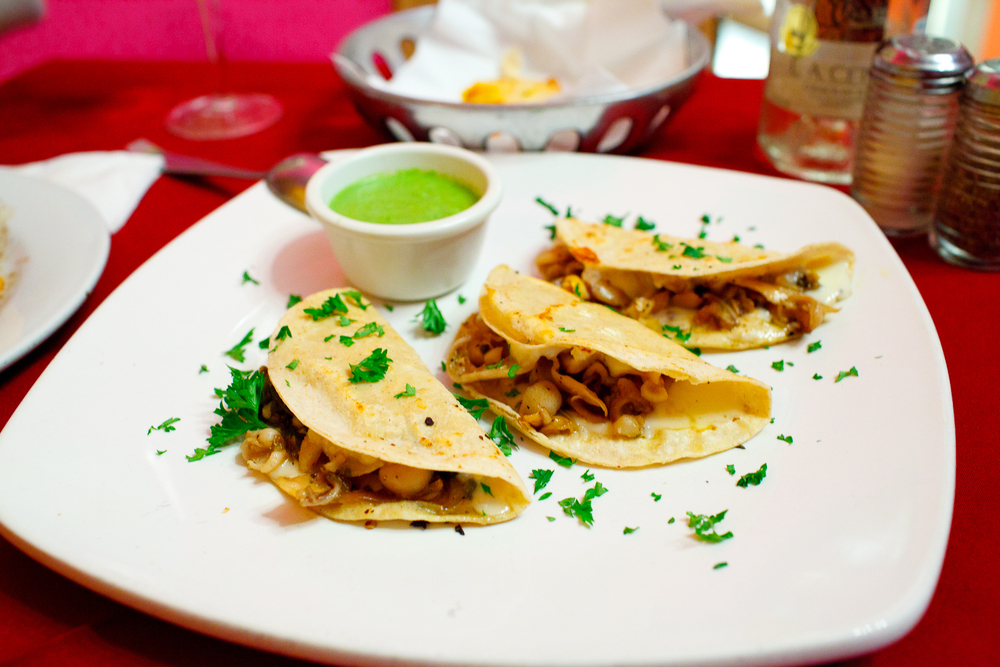 Clam tacos: clam meat, strips of spicy green chile, roasted onions, smokey salsa ($90 MXP)