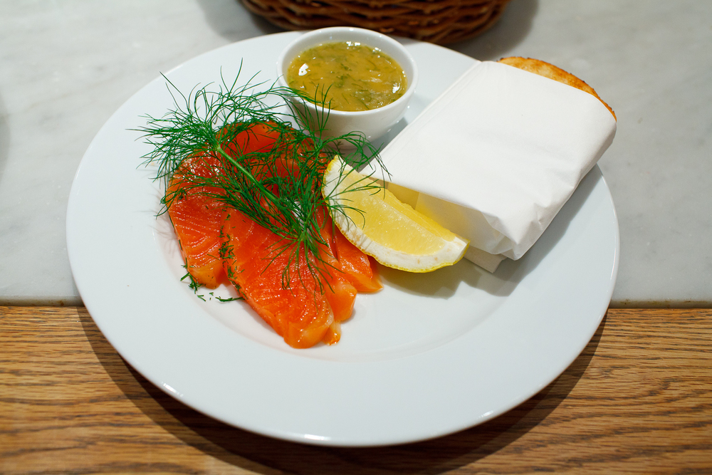 Gravad Lax - Cured salmon served with sweet mustard sauce and toast (182 kr)