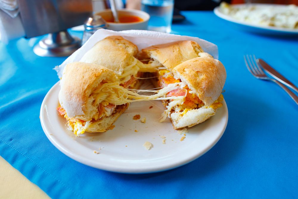 Torta de jamón, huevo, y quesillo (ham, egg, and local cheese sandwich) (30 MXP)