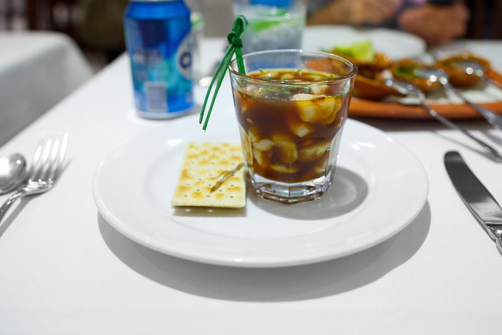Cebiche de callo margharita estilo pacifico en salsa de soya y chile de árbol a la naranja (scallop ceviche in a soy-orange chile sauce). (163 MXP)