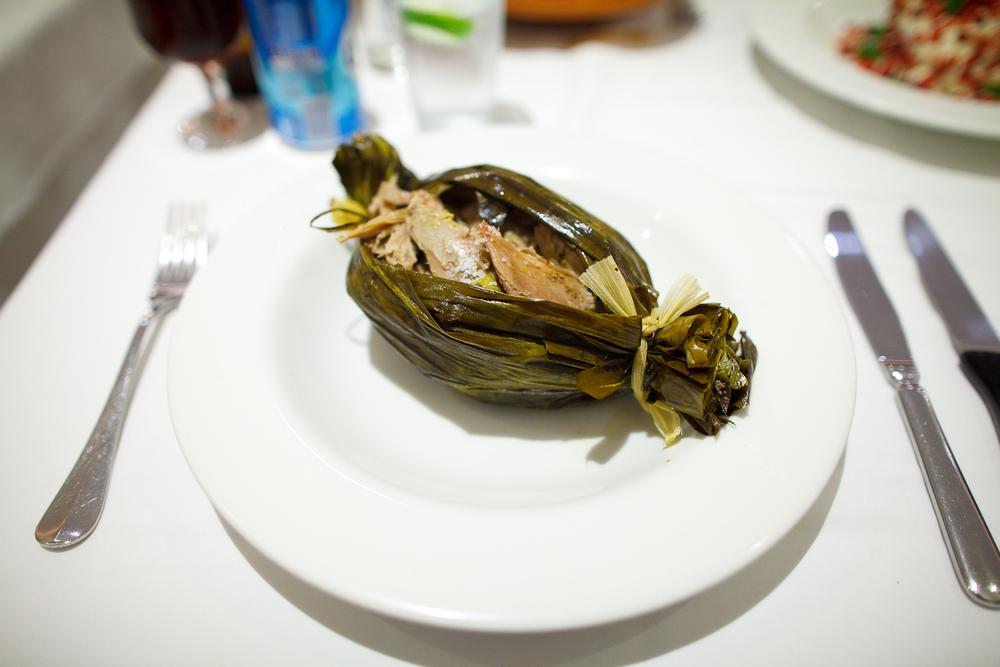 Chamorro revolucionario en barbacoa con salsa empulcada y tortillas de comal (pork slowly roasted in a banana leaf) (230 MXP)