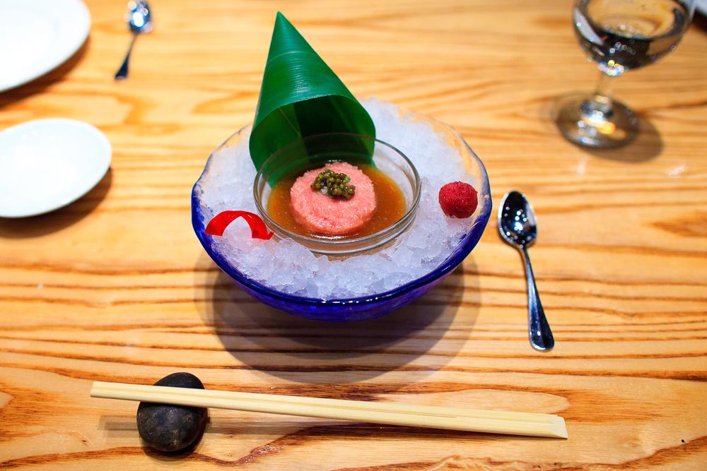 Tartar de toro con caviar (toro tartar with caviar) (380 MXP)