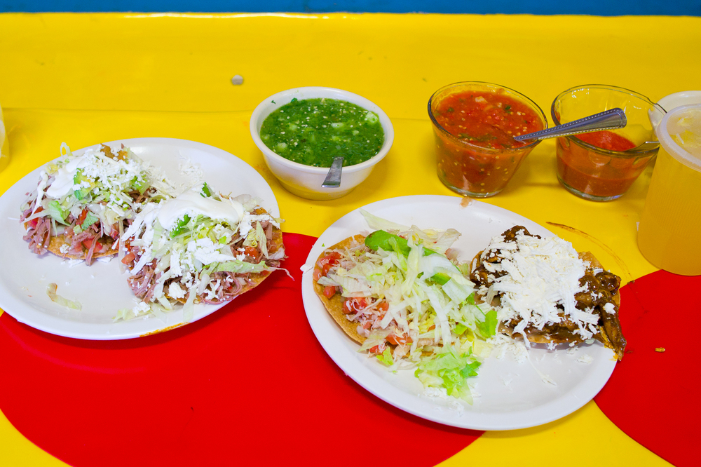 Tostadas de salpicón, mole con pollo (chicken and mole poblano), y jaiba (crab)