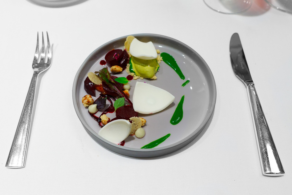 7th Course: Gorgonzola, beetroot, marjoram, and pistachio, by Thomas Bühner