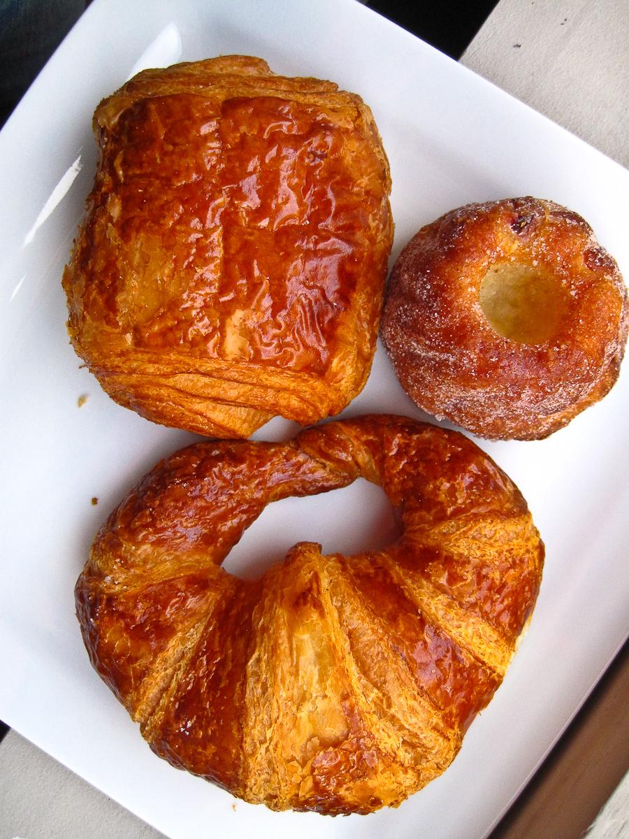 Croissant, pain au chocolat, kouglof amande