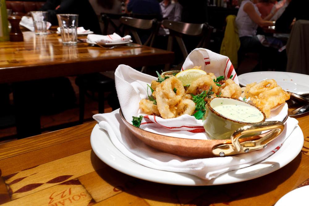 Calamari fritti - fried calamari, chive aioli ($9)
