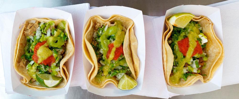 Tacos de pollo, carnitas, y carne ($2.25 each)