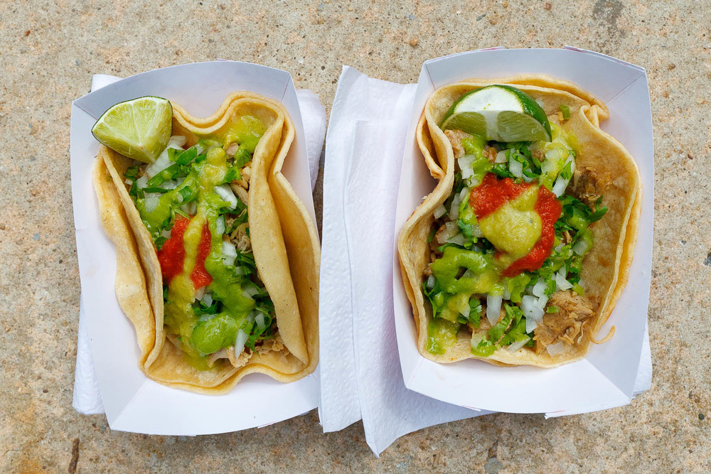 Tacos de pollo y carnitas ($2.25)