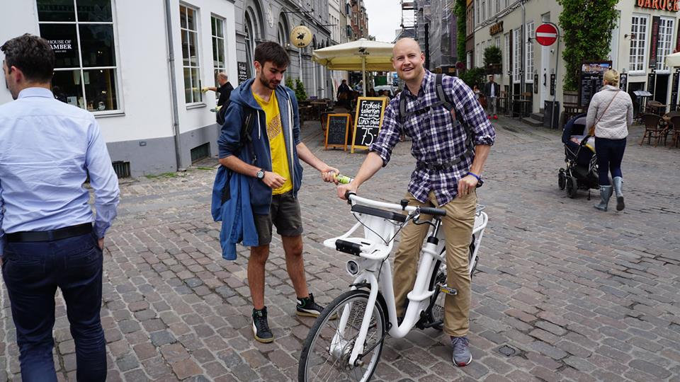 "Dave ""The Rave"" and Steve ""The Dish"" are København bike buddies."