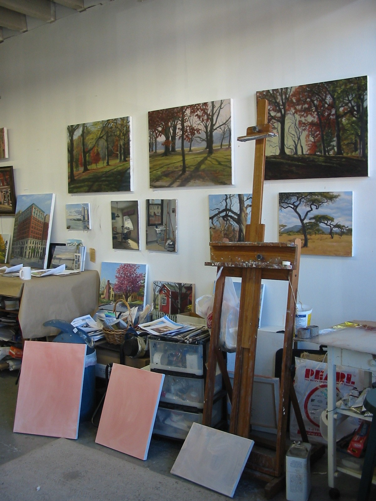 easel-and-prepped-canvases