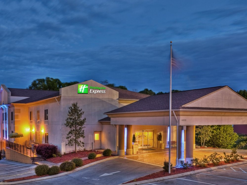 Holiday Inn Express & Suites Chattanooga-Hixson    4820 Hixson Pike                                Hixson, TN 37343                                423.877.6464                                       Price - $103/night                        Parking - FREE                            (Lowest Rate & only 10 minutes away) Use Name: ECHO Training  - Check In 3PM & Check out 11AMReservations must be made by 8/1/1850 rooms in group block