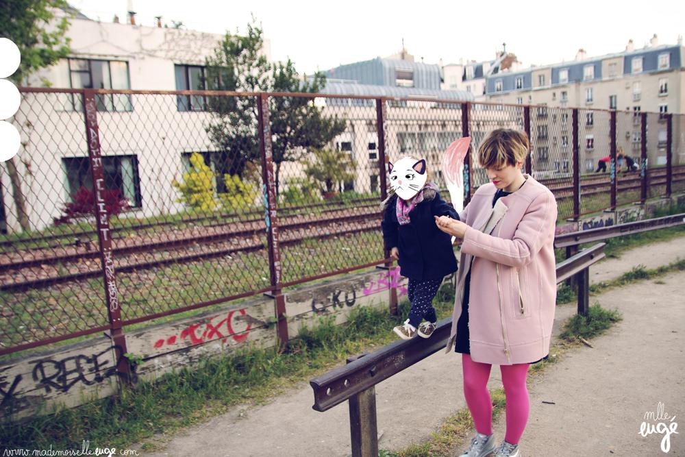 Petit chat : Manteau Monoprix, pantalon Hema, baskets Zara kids, foulard belle maman.
