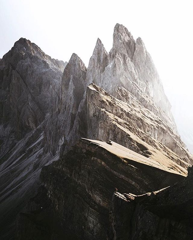 Light on the rocks. // photo by @pangea #greatnorthcollective