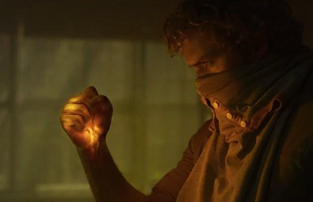 Finn Jones lights up the Iron Fist (via YouTube)