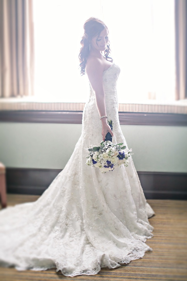 White lace and Sparkling gems : Lyndsey's bridal look was a fresh interpretation on classic romance.