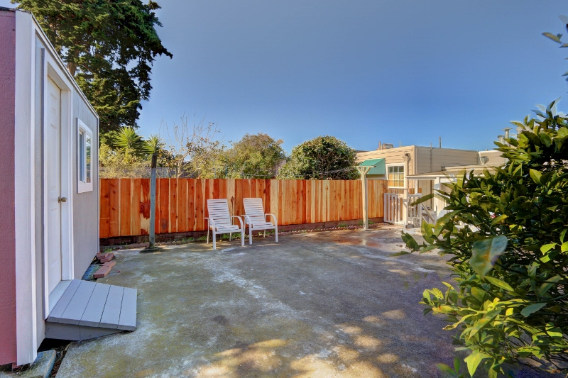15. 667Lakeview-Yard (800x533).jpg
