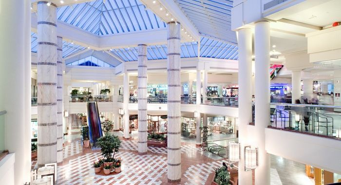 Residents can fill all their shopping needs at Stonestown Galleria, an 862,000-square-foot mall that includes department stores Nordstrom and Macy's, dozens of national retail chain stores, and a Trader Joe's supermarket.
