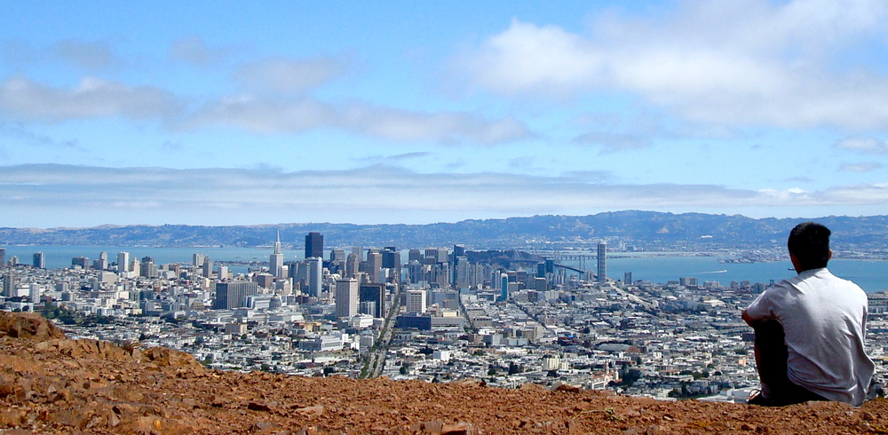 With an elevation of about 925 feet and located near the geographic center of San Francisco, the Twin Peaks are the highest points in the city next to Mount Davidson.
