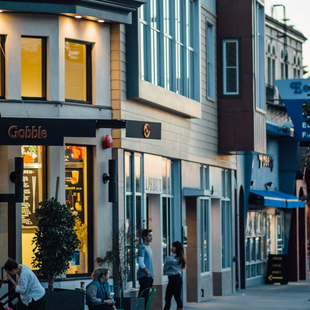The West Portal commercial district is a lively area filled with popular restaurants, coffee and wine shops, day spas and fashion boutiques.