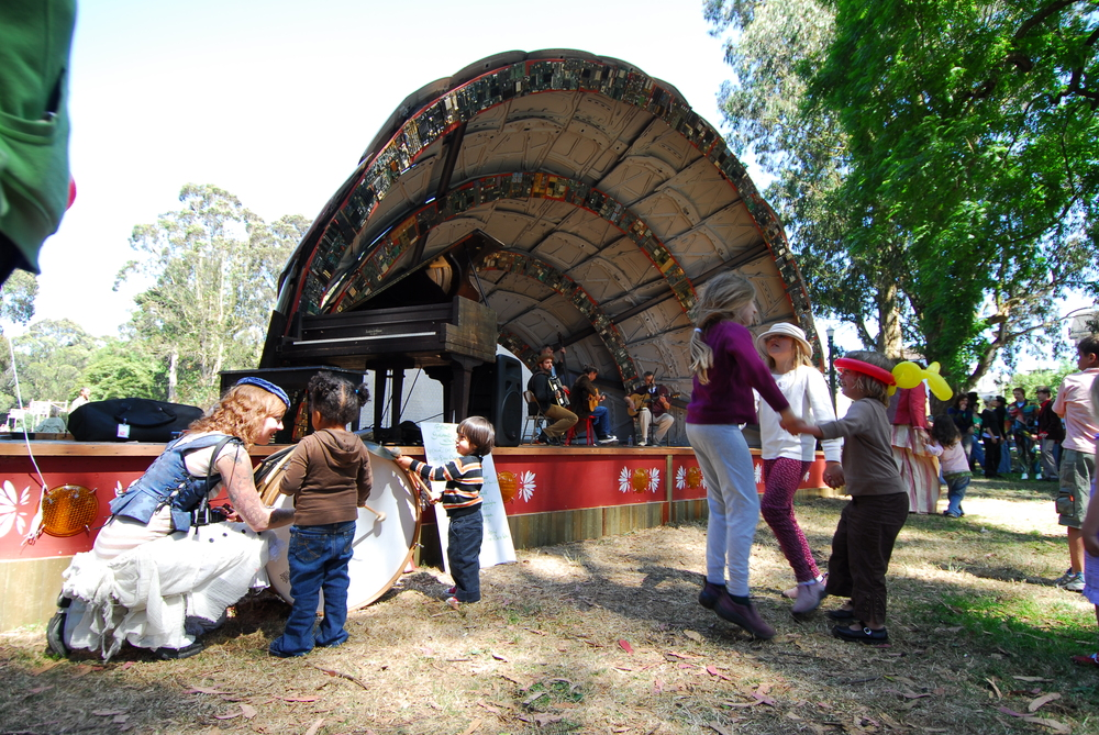 The Golden Gate Park Panhandle has a playground, picnic areas, bike paths, and a bandstand where musical acts perform.