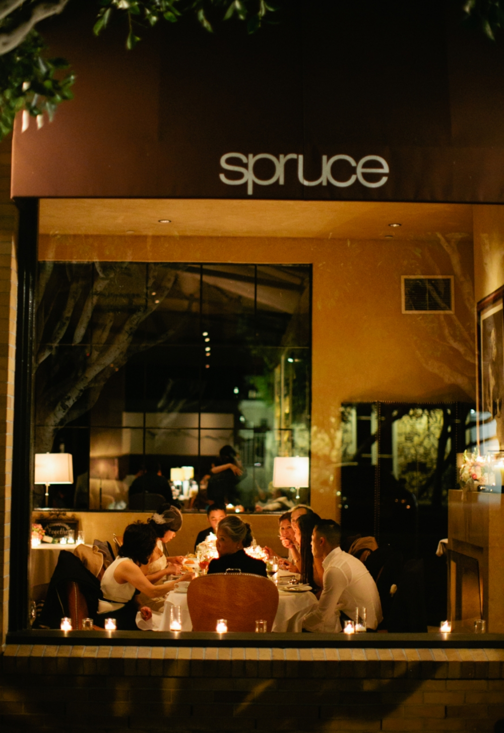 A neighborhood favorite, Spruce is a posh Sacramento Street restaurant known for its contemporary American fare and handcrafted cocktails.