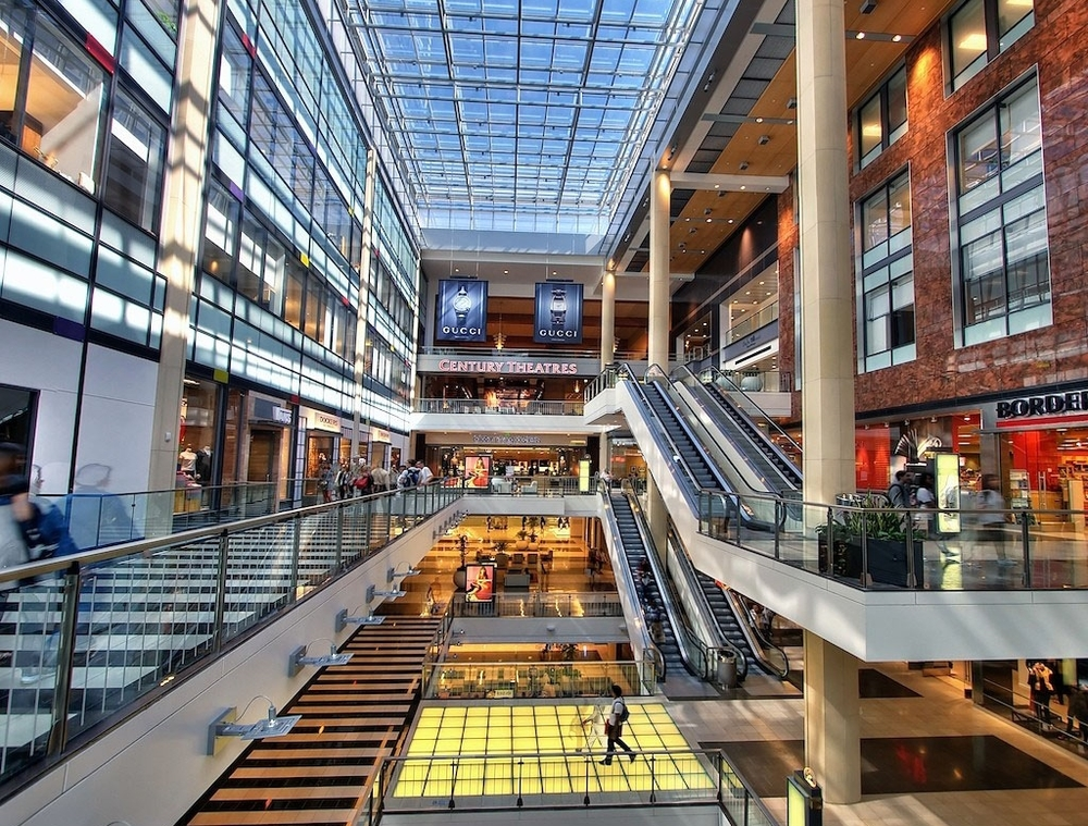 The shops and restaurants at Westfield Mall are just a walk away.