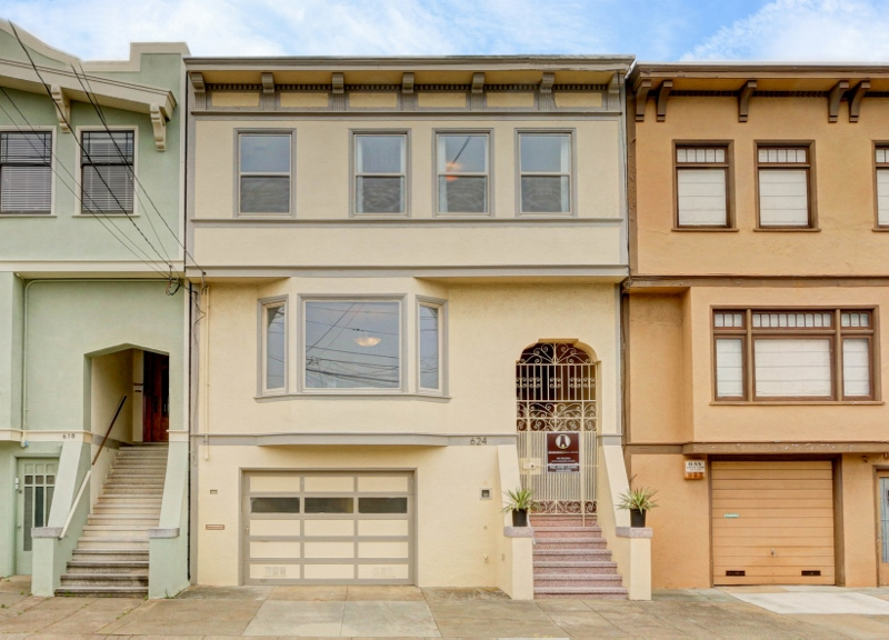 Sold at $2,400,000<strong>624 12th Avenue, San Francisco</strong>