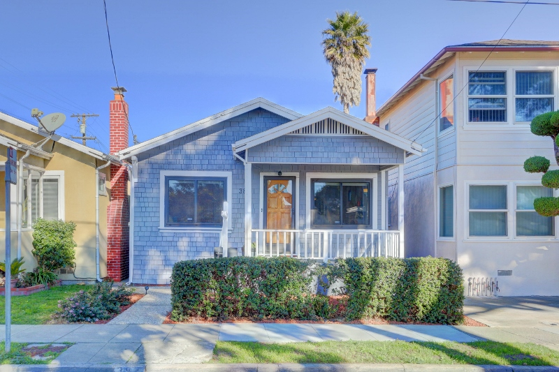 Sold at $705,000<strong>382 Angus Avenue West, San Bruno</strong>