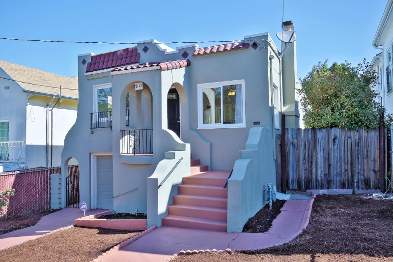 Sold at $608,000<strong>2132 E 22nd Street, Oakland</strong>