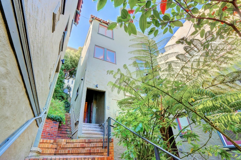 Sold at $1,340,000<strong>427 Carl Street, San Francisco</strong>