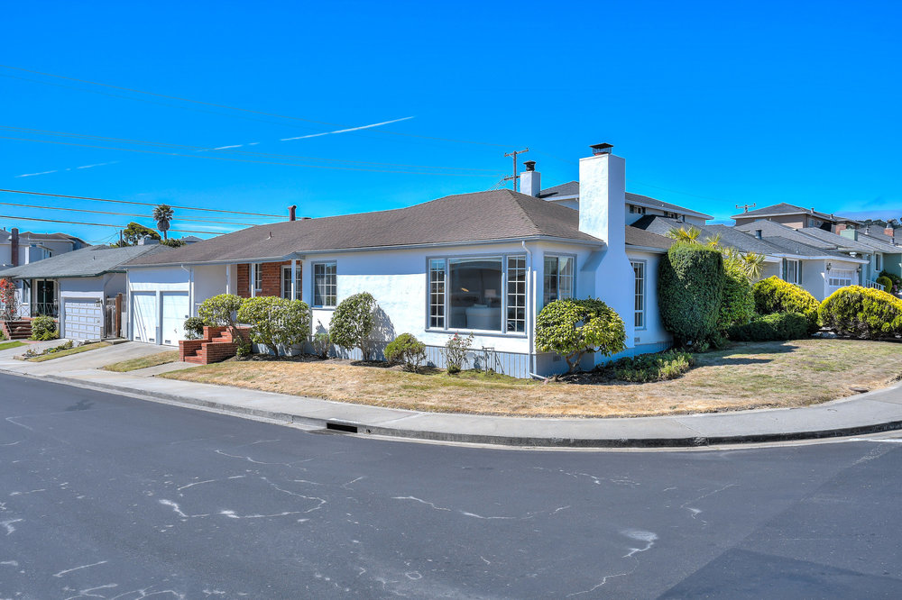 Sold at $1,175,000<strong>207 Ravenwood Ave., South San Francisco</strong>
