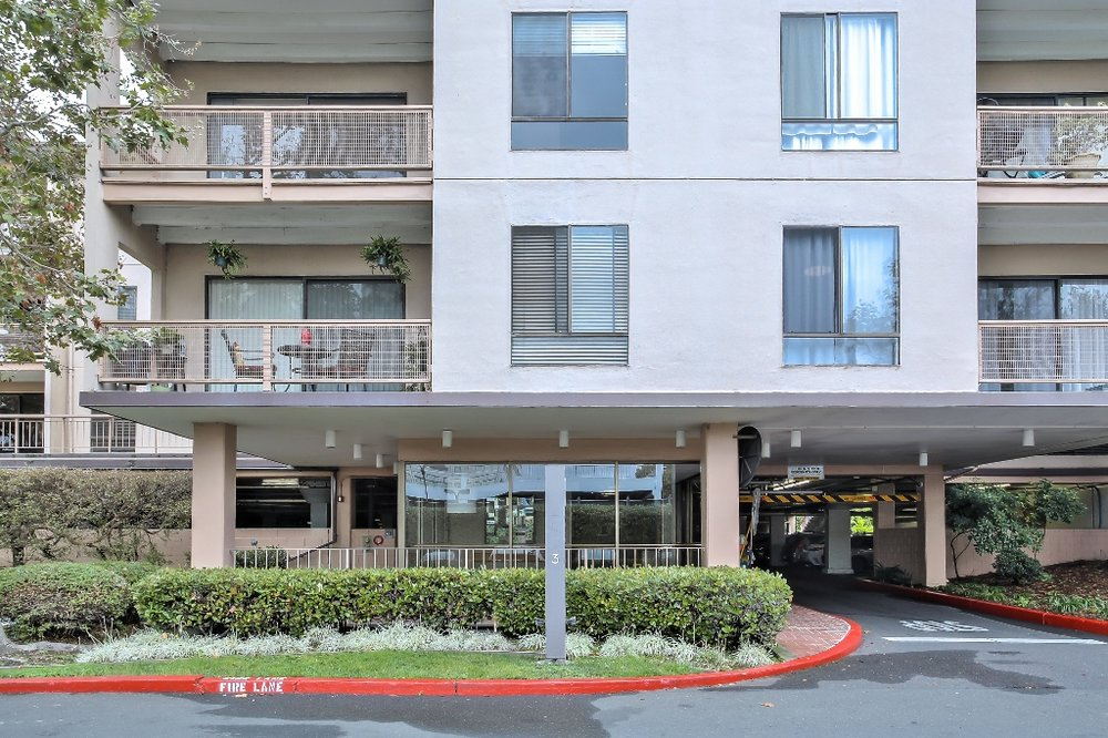 5 Commodore Drive #B301, Emeryville<strong>offered at $550,000</strong>