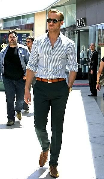 Women are attracted to a man who is well groomed and dressed well. Here is Ryan Gosling in a great sophisticated casual outfit with blue and brown tones. Image credit: unknown.