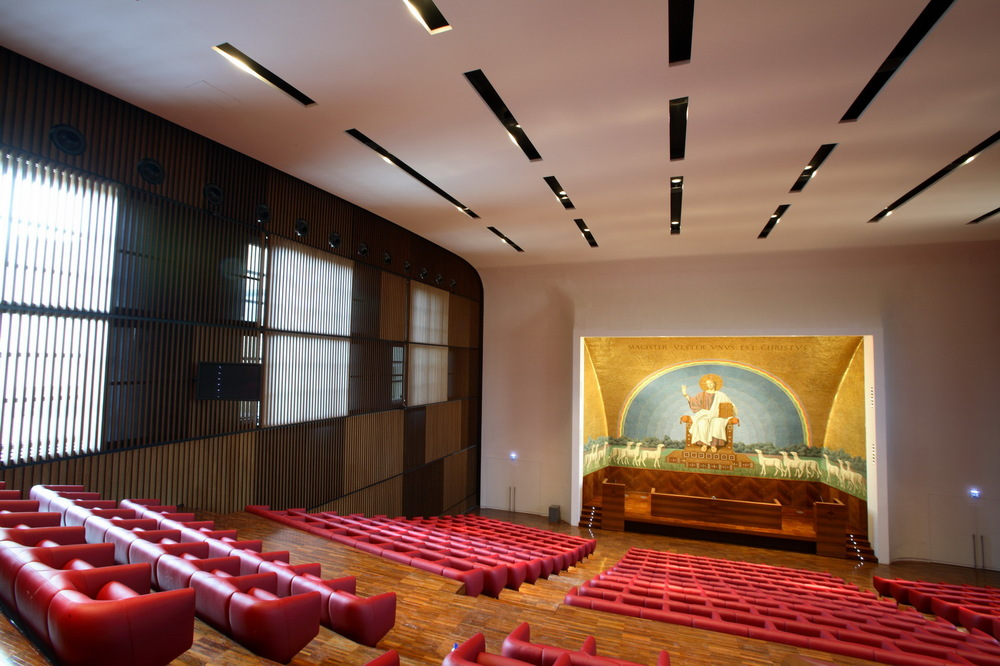 view of the main assembly hall     Auditorium   The main assembly hall was restored to conform to modern safety and comfort standards as well as to incorporate the technical specification of a modern conference hall: projection facilities, sound diffusion, acoustic control and air conditioning.