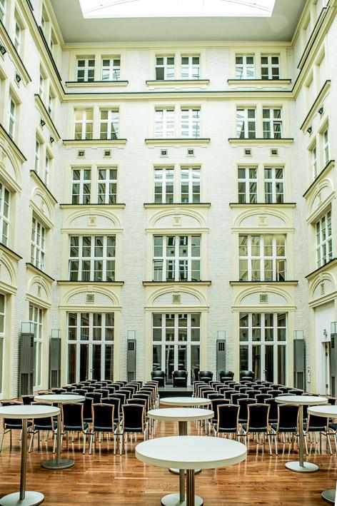 Der Innenhof des Atriums bietet seinen Besuchern eine Fläche von 233 Quadratmetern