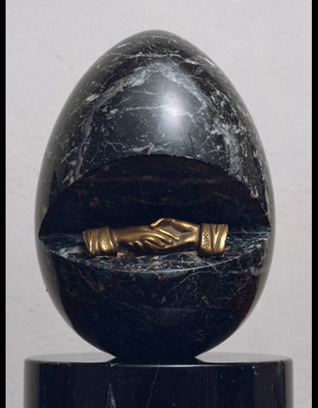 Senza titolo, 1980 ca. marmo nero e ottone, 26x17x17 cm