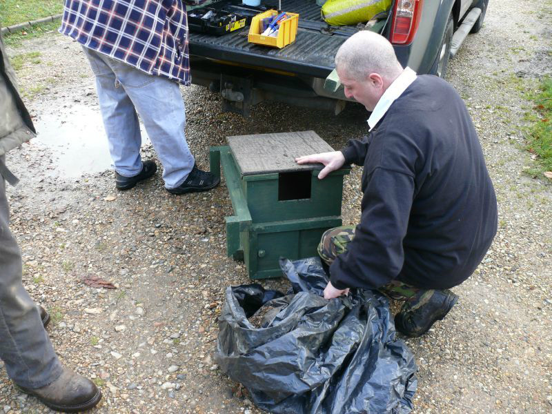 Installing Owl and Raptor boxes on Hawridge and Cholesbury Commons