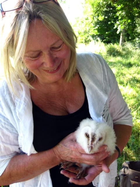 Christine with barn owl chick_0688.jpg