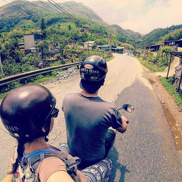On est des motards, ok? 🛵🇻🇳 . . . . . . #asia #sapa #laocaiprovince #laocai #vietnam #scooter #motard #quebecoisenvoyage #steveetgeenasie