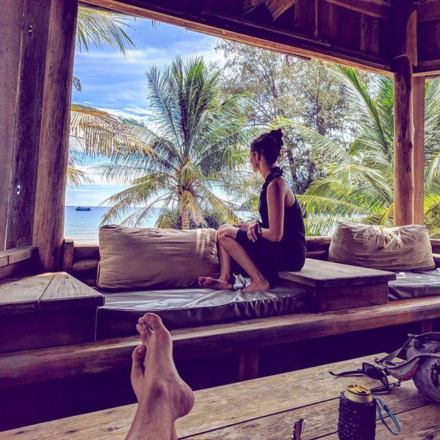 Nice. 🇰🇭🌴🍻 . . . . . #asia #cambodia #cambodia🇰🇭 #kohrongsamloem #lazybeach #steveetgeenasie #quebecoisenvoyage #travel #yeahbaby