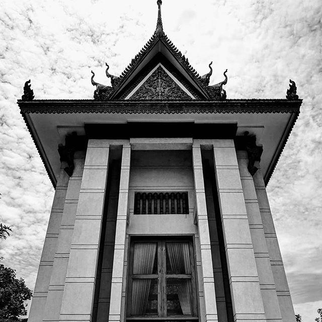 . . . . . . . . #asia #cambodia🇰🇭 #phnompenh #killingfields #choeungek #teampixel #shotbypixel #quebecoisenvoyage #steveetgeenasie