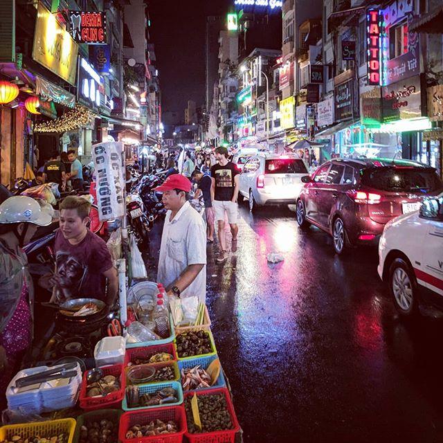 🇻🇳🍺🎉 . . . . . . #asia #hochiminhcity #buivien #buivienwalkingstreet #teampixel #shotbypixel #steveetgeenasie #quebecoisenvoyage