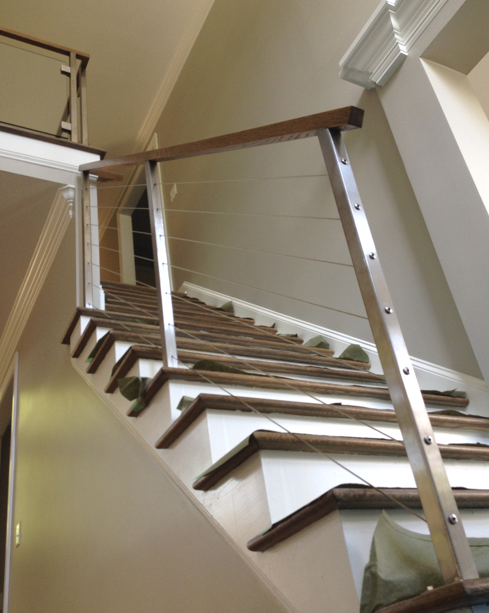 Stainless steel and wood cable railing