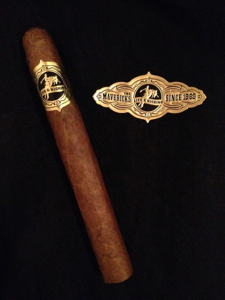 cigar band on cigar.jpg
