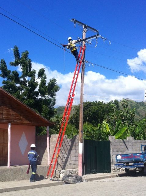 Linemen in Les Anglais