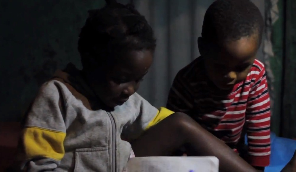 Children studying by EKo Pwòp light!