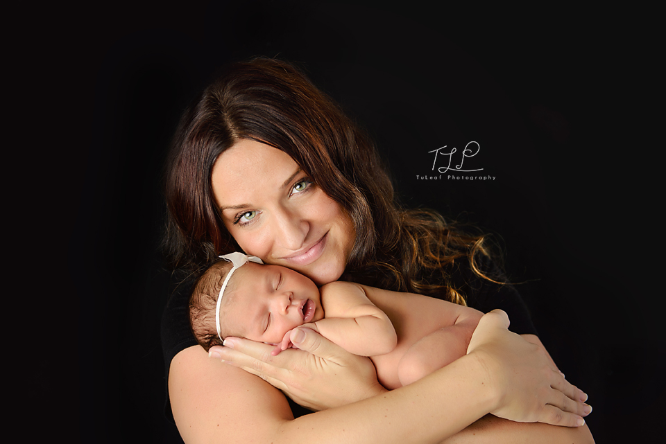 albany newborn photographer mommy baby pose