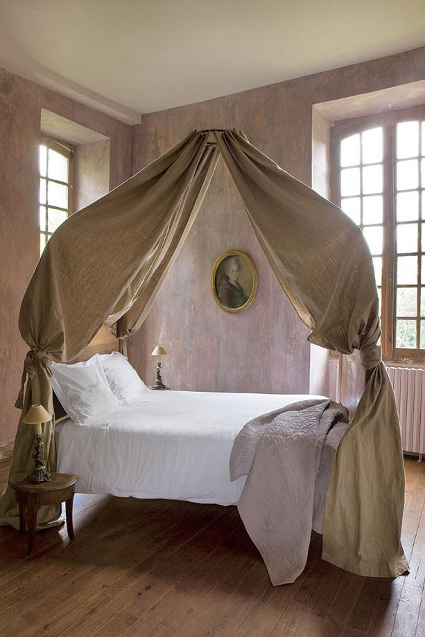 ninbra: Lovely canopy bed.