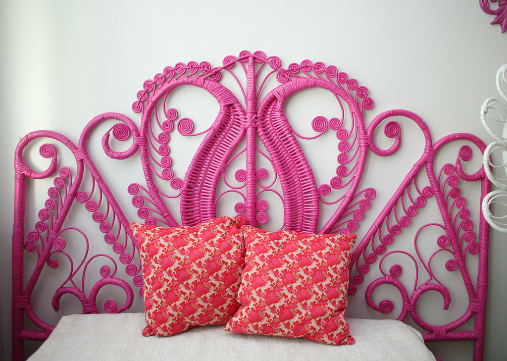 kitschyliving: old wicker headboard + can of spray paint = awesome