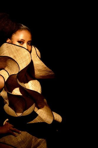 pollynesian-ink: Another amazing creation by Lindah Lepou, a Samoan fashion designer residing in NZ. (i do not own this image)